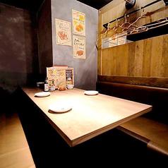 ◆独立したテーブルソファーのお席が7卓♪女子会、デート、合コンに◎全席BOXベンチシート!かつ、独立しているので個室のような感覚でゆったりお過ごしいただけます!※2~3名様のご予約はお電話でお問い合わせください。