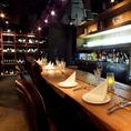 オープンキッチンのカウンター席は職人の技を見れる特等席。