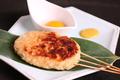 料理メニュー写真アスパラ肉巻き串焼き(塩のみ)・トマト肉巻き串焼き/つくね串焼き(ナンコツ入り)