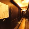 お部屋までの廊下も高級感と落ち着いた雰囲気造りにこだわっております。