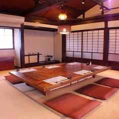 2Fのお座敷個室は6名様まで。情緒溢れる造りを愉しめる雰囲気でどうぞ・・・