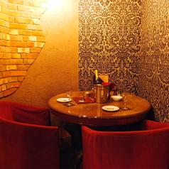 【1階】半個室のテーブル席は2名様で利用することも可能です!記念日・デートなど二人でゆっくりとした時間を過ごしたい・・・そんな時にオススメ♪(人気のため、事前にご予約お願い致します!)