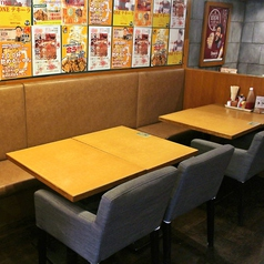 4名様用のテーブル席です