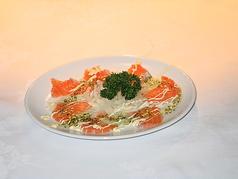 料理メニュー写真サーモンカルパッチョ