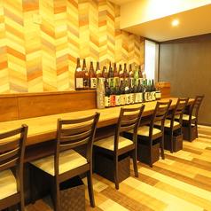 【カウンター席】カウンター席もゆったり!お一人様でもくつろげる空間で、お酒にも食事にもゆっくりとした時間をお過ごしください!