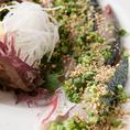 長崎産の活き鯖のみを使用する贅沢な『胡麻サバ』です。胡麻サバとは、、博多の郷土料理で新鮮な生のサバを胡麻醤油で食す地元では云わずと知れた名物料理です。