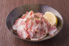 料理メニュー写真豚バラ軟骨ベーコン