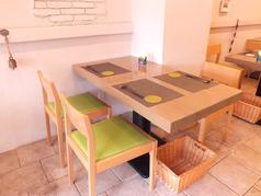 ・テーブル(4名席)