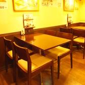 鉄板料理など大きなメニューを沢山ご注文されてもご安心して頂ける広いテーブル席。