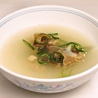 透き通ったスープが自慢のテールスープ800円(税抜)