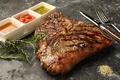 料理メニュー写真ブラックアンガス牛のTボーンステーキ[100g=\780]700g~