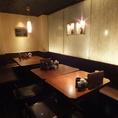 上品な雰囲気で寛げるテーブル席をご用意。人数に合わせてレイアウト変更も可。宴会もお任せ下さい。