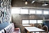 Hostel and Dining タンガテーブルの雰囲気3
