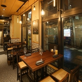 1Fテーブル席4名掛けテーブル席4名様までご案内できるテーブル席となっております♪友人との宴会や会社での飲み会、同窓会などの宴会に是非ご利用ください!【梅田#居酒屋#個室#宴会#誕生日#ランチ#食べ放題#飲み放題#肉寿司#ユッケ寿司#チョアチキン#野菜巻き串】