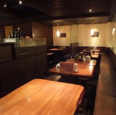 明るい雰囲気でくつろげるテーブル席です。ご利用人数に合わせてお席をコーディネートいたします。ご宴会プランもご用意しておりますので、お気軽にご相談ください。