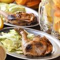 名物『国産鶏の骨付鶏』はオーダー必須!ジューシーで食べ応え抜群の看板メニューです♪