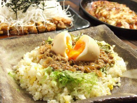 どんぐり名物「創作アジアン炒飯」は、人気NO1メニュー。