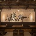 壁には『こうじょう雅之』氏の武人画が!迫力満点の絵と共に当店自慢の本格九州料理をお楽しみください!お料理との相性も抜群な日本酒や焼酎などの九州地酒も豊富にご用意いたしておりますので併せてご賞味ください!