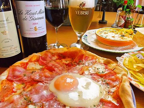焼きたてピッツアやパスタなど、本格イタリアンが気軽に楽しめるお店。ワインも充実。
