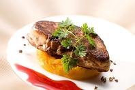厳選された食材と独自の技法で調理いたします。