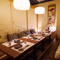 6名様~8名様向けの少人数個室!日本橋三越前での和情緒溢れる個室で自慢の創作和食をお楽しみください。宴会コースは飲み放題付3980円(税抜)~!お席のみのご予約も承っておりますのでお気軽にお問い合わせください。