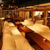 ゆったり寛げるソファー席もございます。屋根もついていますので天気を気にせず愉しめます!