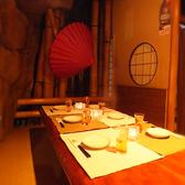 京町の純和風をテーマに作られた小宴会個室のお席。掘りごたつになっておりゆっくりできます。周りを見渡せば自然の数々、耳を澄ませば川のせせらぎなど癒しの空間を贅沢な時間と共にお過ごしください。