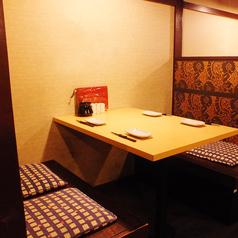 2~4名様までご利用いただけるBOXテーブル席も有。お仕事帰りにお気軽にお立ちよりください。