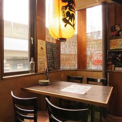 4名テーブルは3卓のご用意がございます。