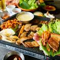 """★選べるサムギョプサル食べ放題★シーンに合ったプランをお選びください【2時間 3800円】新感覚!!肉を野菜で巻いて食べるチーズフォンデュサムギョプサルの食べ飲み放題♪ジューシーに焼き上げたお肉をサンチュに巻いて召し上がれ♪肉も野菜も""""おかわり自由""""です!"""