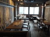 2階には4名様用のテーブルが8卓ございます。