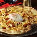 料理メニュー写真カルボナーラピッツァ