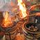 七輪がならんだ焼き台で焼く「炭火の焼きとん」はその火入れの様子は圧巻!その様子は是非来店時に御覧ください。