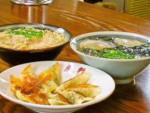 唐津の老舗ラーメン店。豚骨でありながら、あっさりとした澄んだスープが大人気!
