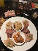 七輪酒場 まるともの牛豚ホルモン焼き物盛り合わせ 6種(2~3人前)/8種(3~4人前)の写真
