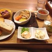 うんまーい ステーキ JR大阪駅前店の洋食セット(お野菜ジュース・美山牛乳付)の写真