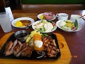 ビッグボーイ佐久店の日替わりランチ(カットステーキ&イカフライ&ハンバーグ)の写真