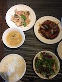 中国料理 孝華 札幌のBセット メイン2品 スープ・サラダ・漬物・デザート・ライスの写真