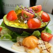 Dining bar Sinzan シンザンのアボカドとトマトの青のりジュレサラダの写真