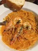 Mother Moon Cafe* マザームーンカフェ 三宮本店のオマールエビの旨みたっぷり有頭海老のトマトクリームソース スパゲティーニの写真