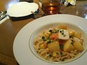 プルメリアカフェ Plumeria Cafeのじゃがいもとサーモンとコーンの北海道バターパスタの写真