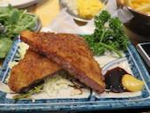 餃子ノ酒場 太陽ホエール 横浜駅前店の厚切りハムカツの写真