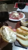 北海道イタリアン居酒屋 エゾバルバンバン 高松店の日高産クリームチーズと黒胡椒のハチミツがけの写真
