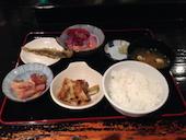俺たちの寿司ダイニング 仙八 朝市本店のマグロ刺身/サーモン刺身/甘海老の写真