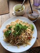 グリーンアジア GREEN ASIAのパッタイ(タイ風焼きそば)/スープ/サラダの写真