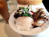 cafe&dining gudene グデンのグリルチキンプレート 粒マスタードクリームソースの写真