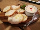 山猫バルのスモークサーモンとクリームチーズのパテの写真