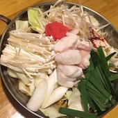完全個室居酒屋 九州さつき 六本木店のうまみとろける博多もつ鍋、たっぷり明太子入り の写真