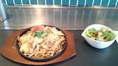 DADACCO+ だだっこ ぷらす 中庄駅前店のソース焼そば (豚肉入りまたは海鮮入り/細麺or太麺/ミニサラダ付)の写真
