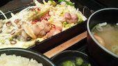 ぶあいそ 札幌本店 博多うまかもんの博多もつ鉄板定食の写真